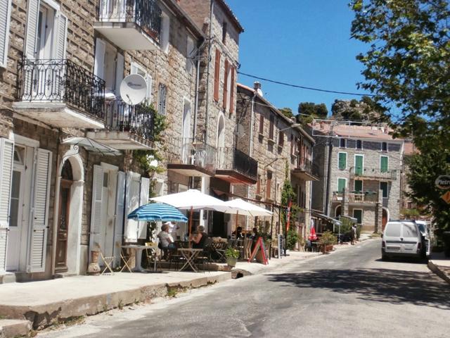 Quenza est le 2ème village le plus proche, à seulement 4km du camping